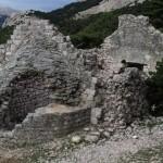 ruševine kaštela na brdu 2